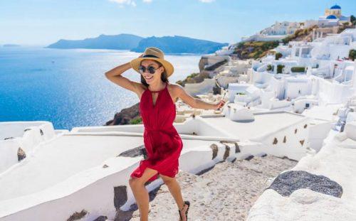 Greek Tourism Minister Assures Britain that Pandemic Under Control